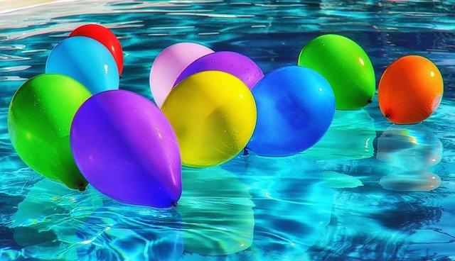 hladina s balonky