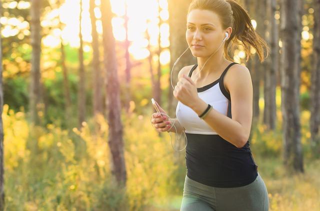 slečna při běhání